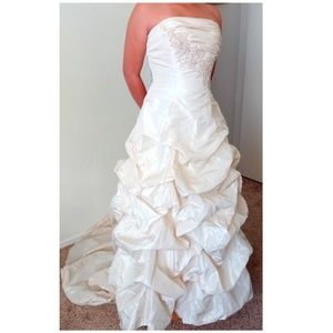 David's Bridal Traditional Lt Gold Wedding Dress